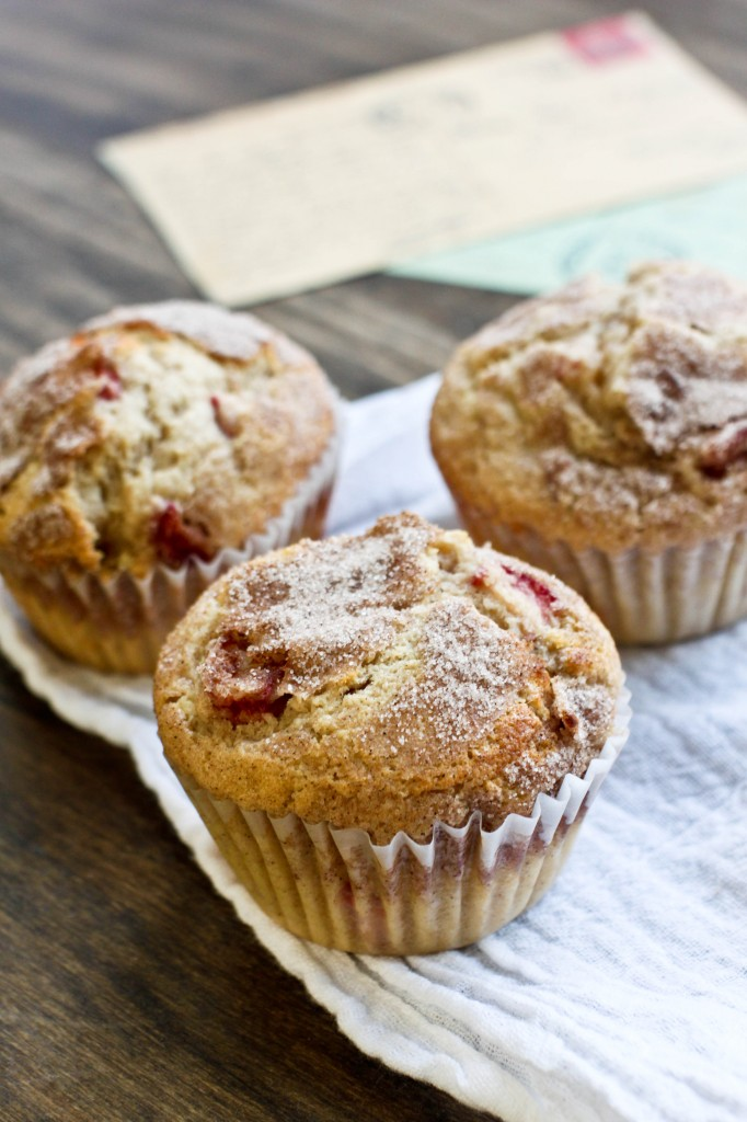 Cinnamon-Rhubarb Muffins | Bake the World a Better Place www.gigglingcaravan.com