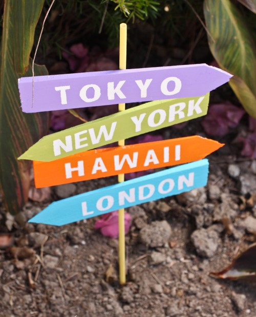 DIY Crossroad Destination Sign | www.gigglingcaravan.com